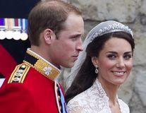 Cele mai scumpe bijuterii ale Familiei Regale Britanice. Sunt purtate des de Meghan Markle și Kate Middleton