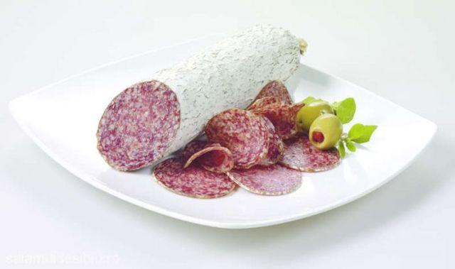 Din ce carne este făcut salamul de Sibiu. Consumatorii sunt revoltați