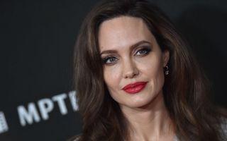 """Rujul roșu accesibil pe care Angelina Jolie l-a purtat în """"Maleficent"""""""