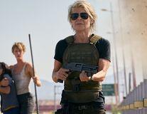 """Cum s-a întors Linda Hamilton în """"Terminator"""", la 63 de ani: Un an de dietă fără carbohidrați și exerciții ca în armată"""