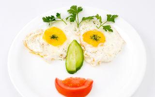 Oul în alimentația bebelușului: cum îl introduci în meniu, beneficii și riscuri