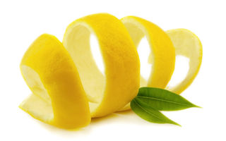 Nu o mai evita pentru că nu este dulce: 7 beneficii pe care ți le asigură coaja de lămâie