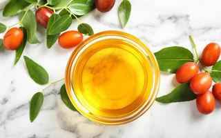 5 beneficii pentru păr ale uleiului de jojoba. Cum să-l folosești