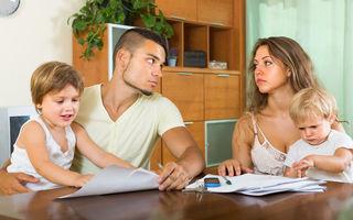 Părinți care nu se despart de dragul copiilor. Este bine să rămâi într-o relație lipsită de dragoste pentru a-i proteja pe cei mici?