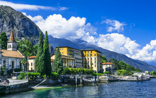 Sclipiri de cleștar într-un decor de vis: cele mai frumoase lacuri din Italia