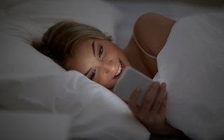 Telefonul mobil în dormitor: 5 motive pentru care trebuie să-l elimini din spațiul de odihnă