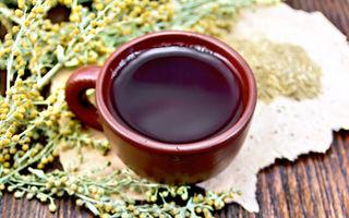 Remediu antic pentru dureri și digestie: 4 beneficii ale ceaiului de pelin
