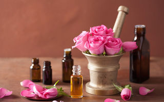 Poți avea un ten neted și catifelat în mod natural: 4 uleiuri esențiale antirid