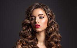 9 soluții simple de a oferi mai mult volum părului rar