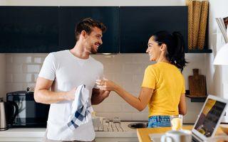 Bărbații care ajută la treburile casnice au un IQ mai ridicat