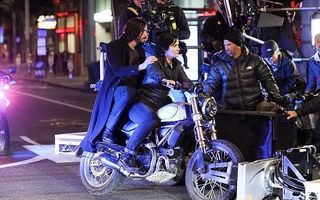 """Keanu Reeves și Carrie-Anne Moss, primele imagini de la filmările pentru """"Matrix 4"""": Neo și Trinity sunt la fel de buni!"""