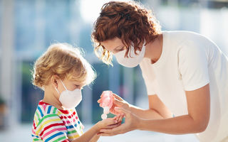 Coronavirusul afectează mai puțin copiii, iar specialiștii nu știu exact de ce