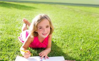 Au copiii nevoie de teme în vacanță?