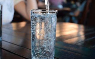Cât de periculoasă e apa minerală? Adevărul despre bolile pe care le poate provoca