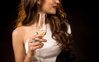 Șampanie sau vin spumant: află diferențele direct de la un somelier