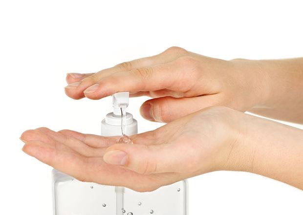 Cum să-ți faci soluție dezinfectantă pentru mâini cu alcool izopropilic