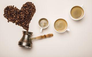 Ți-e dor de ieșirile la cafea? Învață să faci acasă cele mai bune cafele: 3 rețete celebre