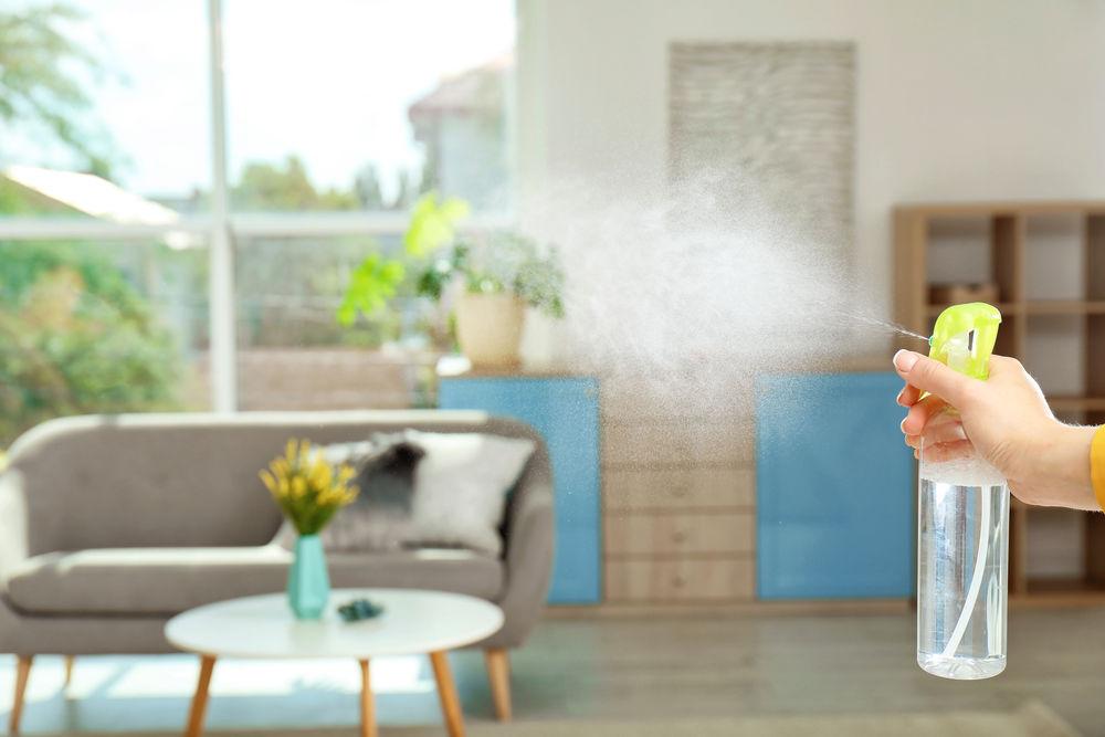 Cum să faci spray odorizant de cameră cu uleiuri esențiale