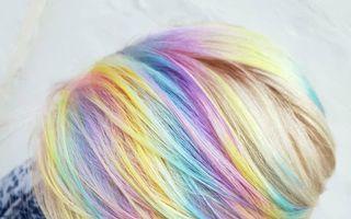Culorile curcubeului transferate în păr. Creațiile spectaculoase ale unui hairstilist englez