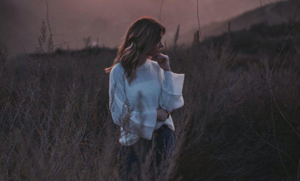 6 întrebări zilnice pe care să ți le pui în timpul izolării sociale
