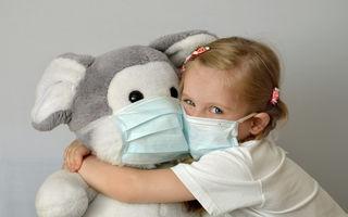 Cum să-ți convingi copilul să poarte masca de protecție