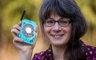 #Vești bune: Telefonul mobil cu disc, inventat de o femeie. Atrage atenția oriunde îl folosești