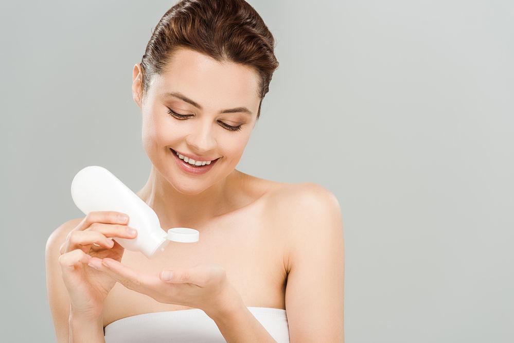7 produse cosmetice pe care dermatologii le-au adăugat pe lista neagră