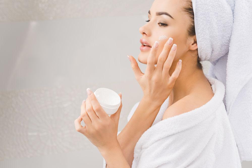 Singurele 3 ingrediente cosmetice de care tenul tău are cu adevărat nevoie