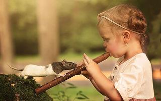30 de imagini care surprind prietenia specială dintre copii și animale: Secvențe dintr-o lume perfectă