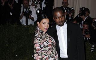 20 de ținute pe care surorile Kardashian vor să uităm că le-au purtat. Arată oribil!