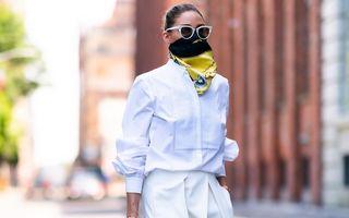 Modă pe timp de pandemie: O fashionistă celebră poartă eșarfe din mătase pe post de măști de protecție