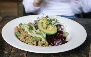 4 tipuri de alimente sănătoase care opresc îmbătrânirea creierului
