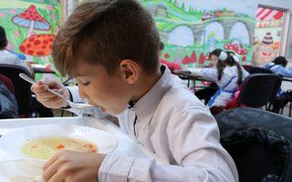#VeștiBune: Stațiile OMV ajută copii din medii defavorizate să primească mese calde