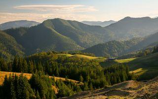 Top 10 locații unde să mergi cu cortul la munte, în România