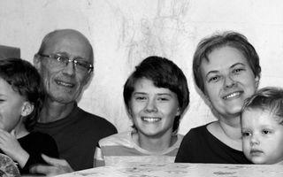 Cum e o zi din viaţa unei mame cu trei copii autiști? Filozofia unei vieţi