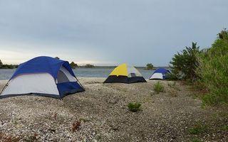Top 7 locații unde să mergi cu cortul la mare, în România