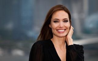 Angelina Jolie a purtat cea mai elegantă rochie lungă de vară