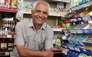 Vânzătorul de butic care s-a pensionat după ce a muncit 38 de ani fără nicio zi liberă: Visul pentru care a trudit 7 zile din 7
