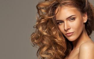 Cum se aplică sprayul pentru volum pe păr