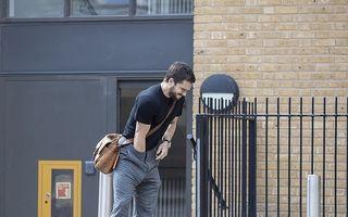 """Kit Harington are probleme """"tehnice"""": Starul din """"Game of Thrones"""", cu mâna în pantaloni pe stradă - FOTO"""