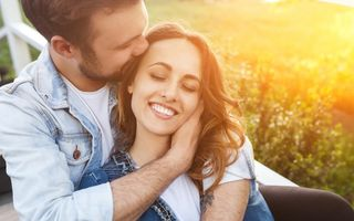 Cum să îi spui te iubesc fără să folosești cuvinte