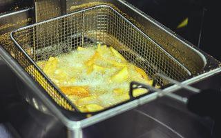 Ce poți face cu o friteuză și de ce ai nevoie de una în bucătărie