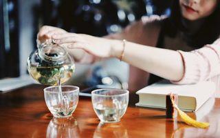 Cum prepari ceaiul longevității: 3 plante aromate și delicioase pe care le ai deja în bucătarie