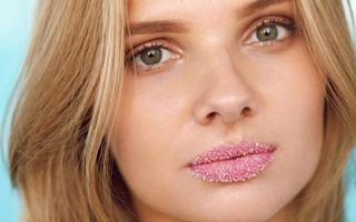Spune adio buzelor uscate și crăpate! Iată cele mai eficiente produse și remedii naturale