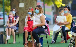 Prima zi de școală în imagini: Cu mască, cu emoții și cu distanțare pe cât posibil