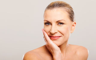 Cum să-ți îngrijești corect tenul după vârsta de 50 de ani