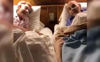 Nimic mai emoționant: un cuplu de pensionari își dedică în fiecare seară cântece, înainte de culcare