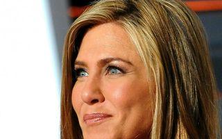 51 este noul 31. Ce face Jennifer Aniston ca să aibă tenul cu 20 de ani mai tânăr