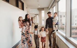 De la 0 la 9 copii, în doar trei ani: Povestea a doi tineri care nu mai sperau că vor deveni părinți