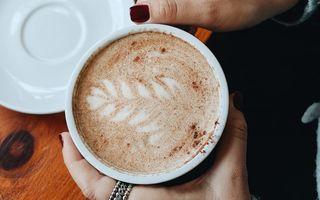 Bautura plină de nutrienți care te ajută să consumi mai puțină cafea: Se prepară rapid și e delicioasă!